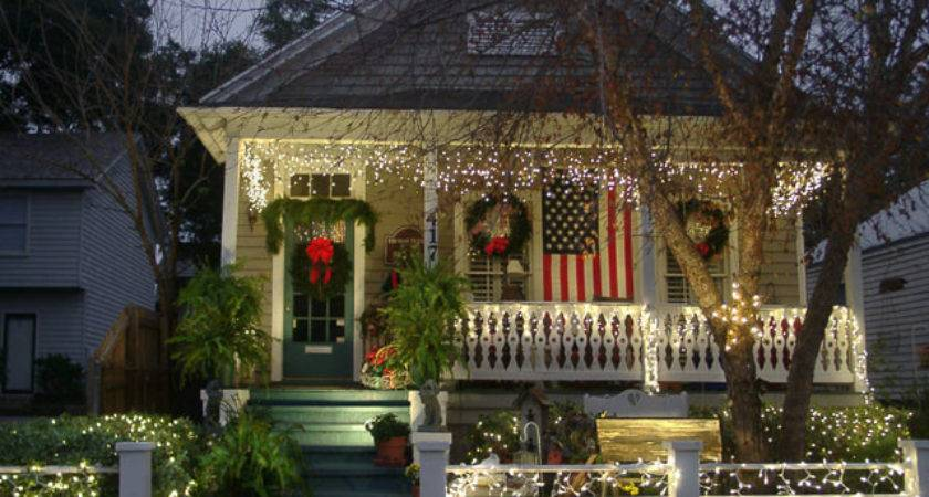 Cottage Decorating Christmas Outdoors Right