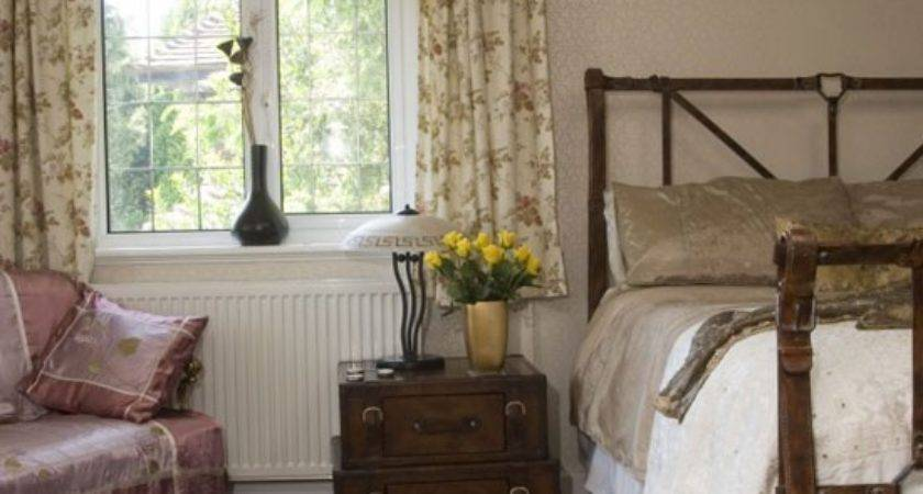 Country Style Bedroom Furniture Decorating