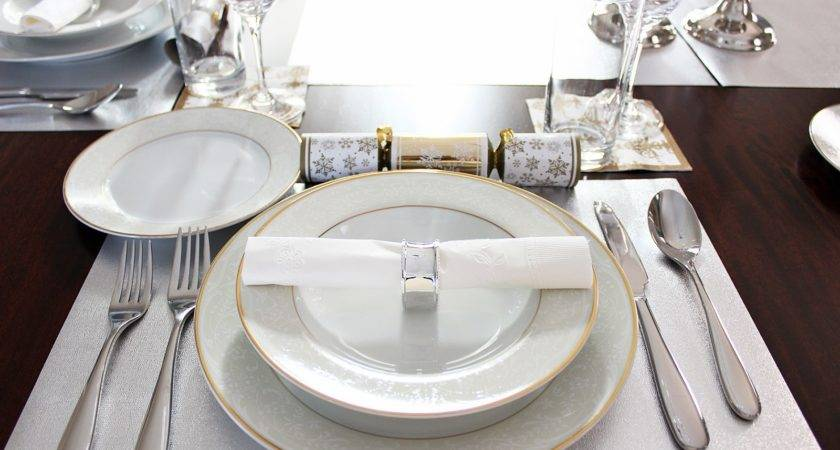 Dolce Vita Holiday Dinner Table Setting