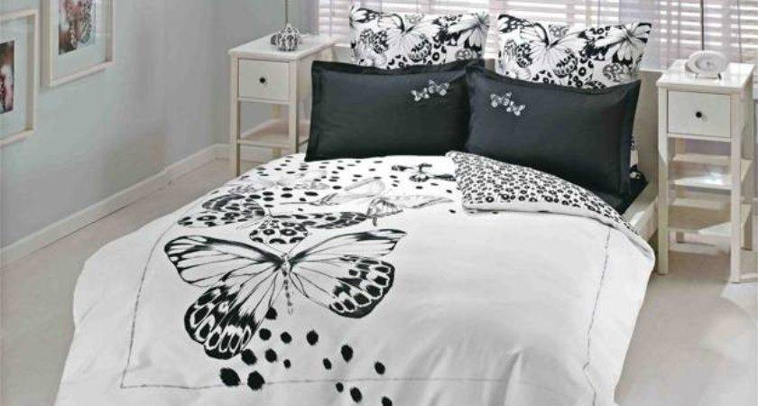 High Contrast Bedroom Decorating Modern Bedding Sets