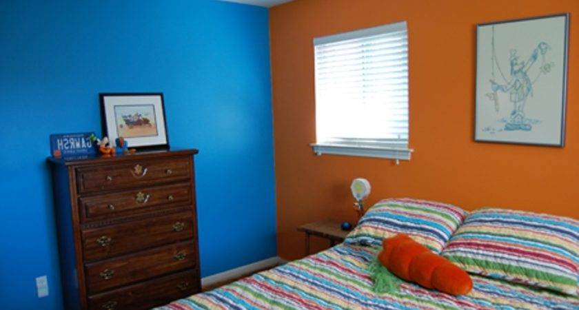 Paint Two Colors Combination Wall Using