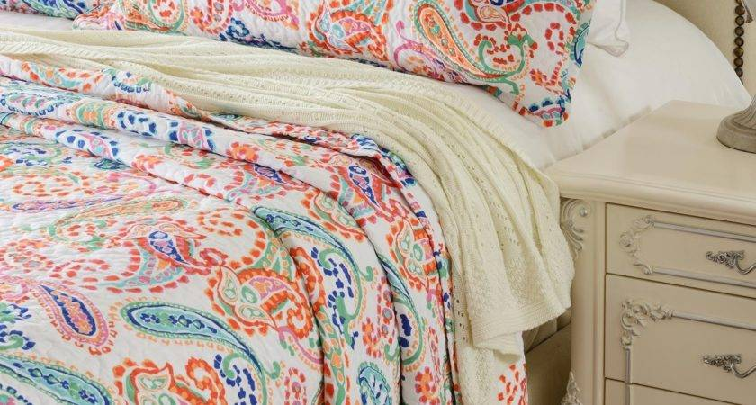 Paisley Multi Color Printed Quilt Set Style