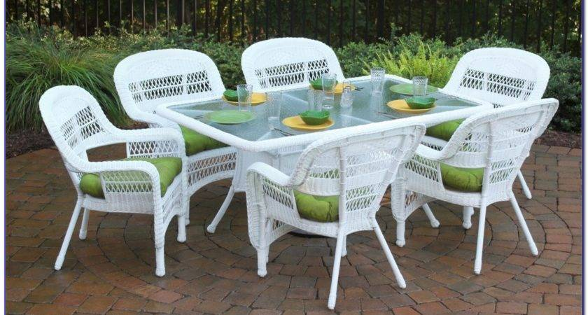 Stylish White Patio Furniture Backyard Decor Suggestion